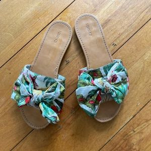 Cute floral sandal slides with bow size 8
